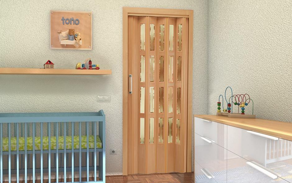 Puerta corredera de madera con cristalera para habitación por Centro Armario (Madrid)